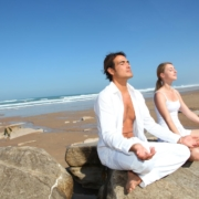 Paar meditiert